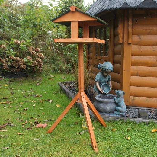 Vogelhaus mit Ständer aus Holz 119
