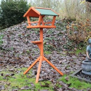 Vogelhaus mit Ständer aus Holz