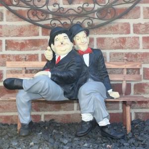 Dick & Doof auf Bank
