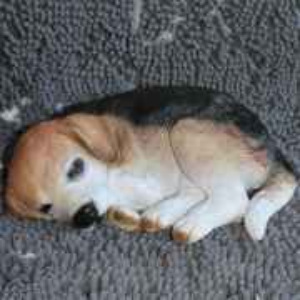 Deko Beagle Welpe schlafend